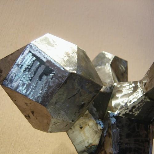 Explosión de poliedros (Detalle) – Artes Metálicas