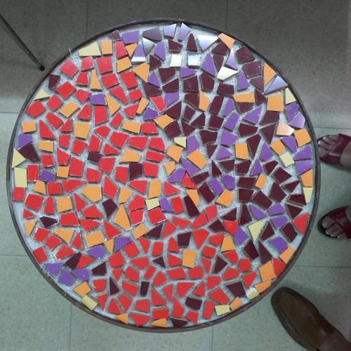 Mesa  Maria de Andrés. Ceramica de trencadis- – Artes Metálicas