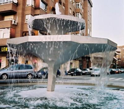 Fuente de los platos nenúfares (Fuenlabrada 2007) – Artes Metálicas