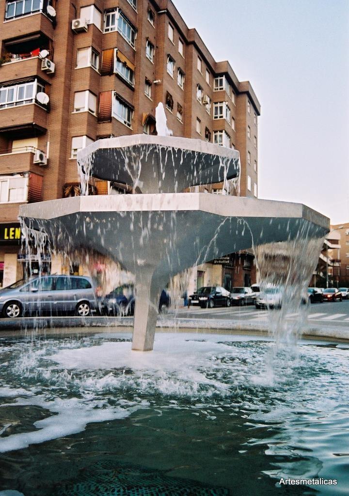 monumentos_FUENTE DE LOS PLATOS NENUFARES, FUENLABRADA  2007