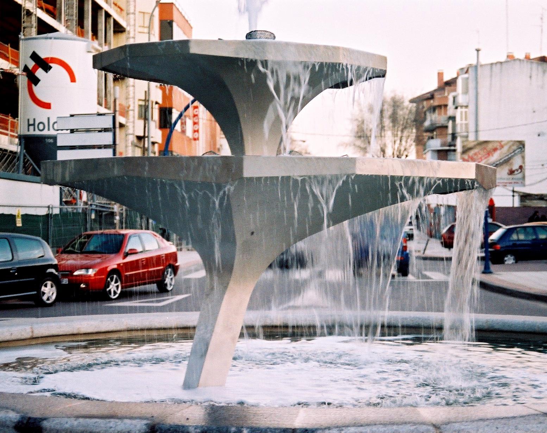 monumentos_FUENTE DE LOS PLATOS NENUFARES, FUENLABRADA_  2007